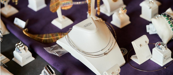 Ювелірні колекції ZARINA на fashion бранчі для інфлюенсерок.